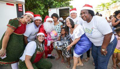 Projeto Natal Solidário entrega presentes nos bairros da Gleba H e Jaraguá
