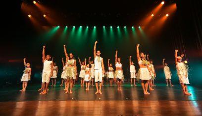 Balé Folclórico da Bahia lota TCS em espetáculo com participação de comunidade quilombola