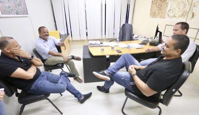 Prefeito se reúne com cantor Xanddy do Harmonia do Samba