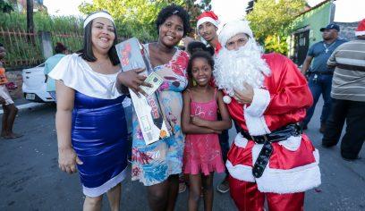 Projeto Natal Solidário leva alegria às crianças do Burissatuba e Santo Antônio