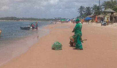 Prefeitura retira cerca de meia tonelada de lixo de praia em Barra do Jacuípe