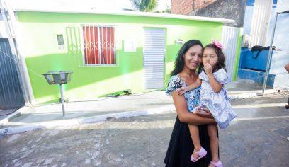Felicidade marca cerimônia de entrega de mais um imóvel reformado no Verdes Horizontes
