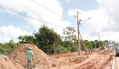 Prefeitura substitui 22 postes de energia elétrica na Avenida Jorge Amado