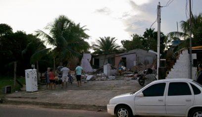 Prefeitura presta apoio a idoso que teve casa demolida por iniciativa privada