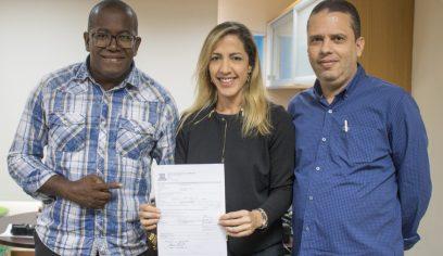 Ordem de serviço para reconstrução do cineteatro é assinada