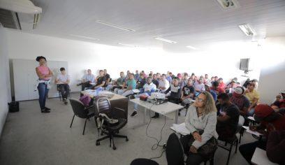 Empresa contrata 250 profissionais para área industrial e mais 128 são treinados