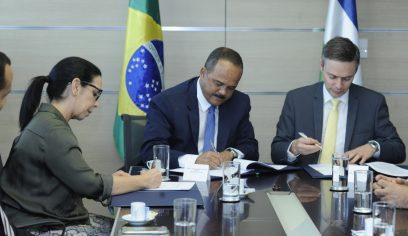 Prefeito de Camaçari assina contrato de empréstimo de R$ 300 milhões com a CAF