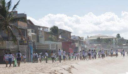 Praia Linda é Praia Limpa movimentou a manhã de sábado em Arembepe