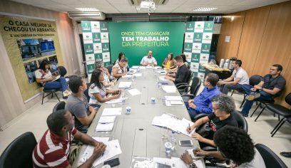 Novo calendário letivo é tema de reunião entre prefeito e sindicato