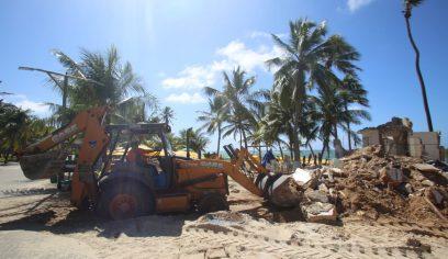 Banheiro na praia de Guarajuba é removido por recomendação da SPU