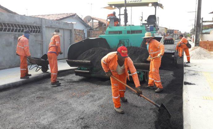 Prefeitura realiza pavimentação no bairro Verdes Horizontes