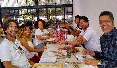 Artesãos participam de seletiva para aquisição de carteira profissional