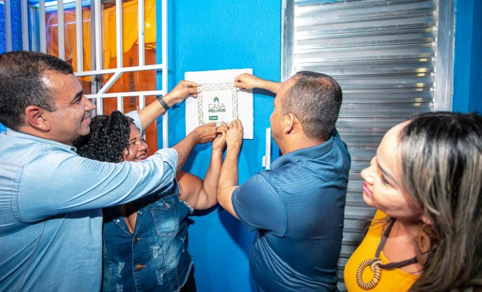 Prefeitura celebra 1 ano do Casa Melhor com cerimônia de entrega no Burissatuba