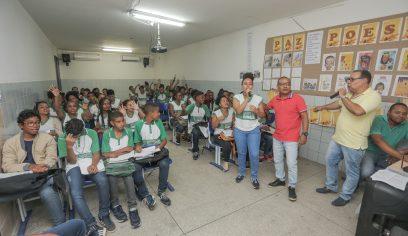 Professores realizam aulões preparatórios para alunos em Arembepe