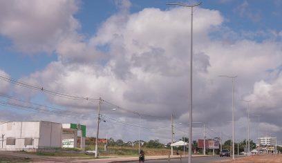 Com lâmpadas mais econômicas, Avenida Jorge Amado ganha 125 novos postes