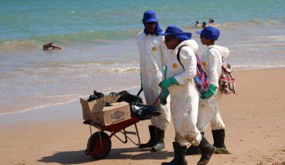 Prefeitura realiza entrega de óleo retirado das praias à Cetrel