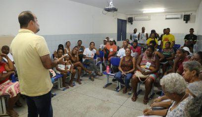 Ambulantes da Costa de Camaçari recebem orientações sobre manipulação de alimentos e gestão financeira