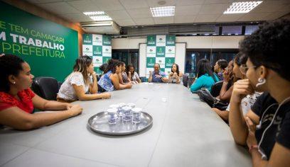 Prefeito atende grupo de desempregados e fala sobre medidas adotadas pela gestão