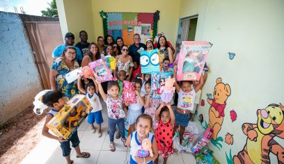 Campanha de Natal da STT leva alegria para crianças da Creche Carmem Mirim
