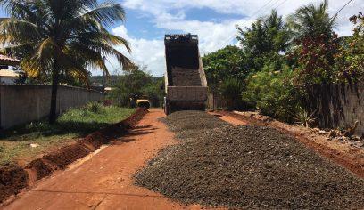 Prefeitura realiza pavimentação asfáltica em ruas de Arembepe