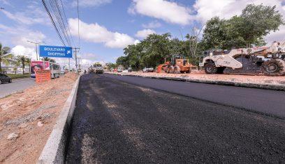 Via que se encaixará na alça 3 do Viaduto do Trabalhador recebe asfalto