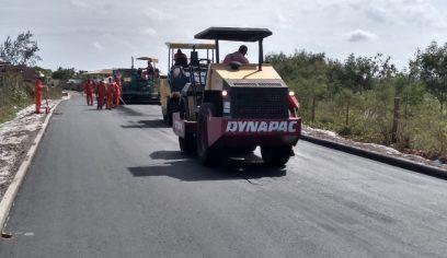Prefeitura realiza pavimentação asfáltica em mais ruas de Arembepe