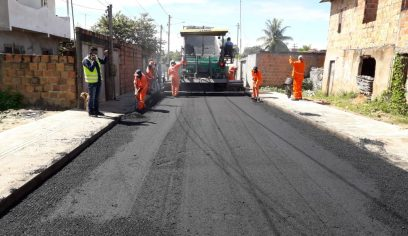 Prefeitura realiza pavimentação e melhorias em mais cinco ruas da sede