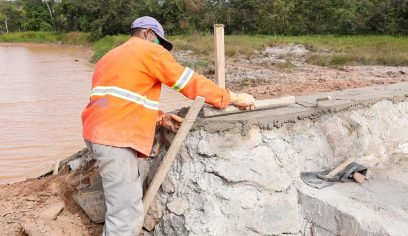 Seinfra realiza obras de drenagem e pavimentação asfáltica na sede