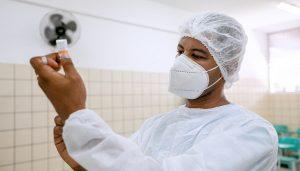 Vacinação contra Covid avança para idosos a partir de 82 anos neste domingo