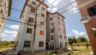 Moradores do bloco 19 do conjunto Lucaia voltam a ocupar imóveis