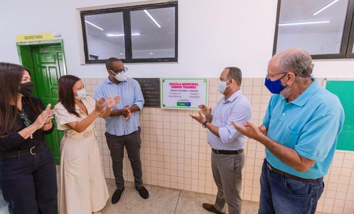 Prefeitura entrega Escola Denise Tavares totalmente requalificada