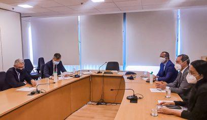 Prefeito trata de demandas relacionadas à saúde durante reunião em Brasília