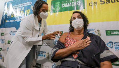 Vacinação é iniciada para grupo prioritário da 1ª fase