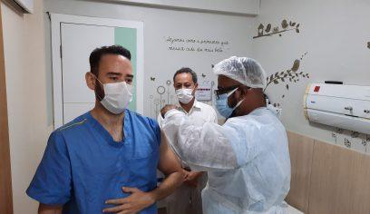 Vacinação da fase 1 continua em Camaçari