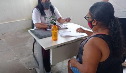 Prefeitura distribui vale cesta para vendedores ambulantes do Camaforró