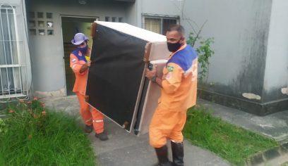 Defesa Civil e PM auxiliam moradores durante desocupação de imóvel