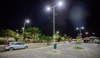 Praças da sede recebem serviços de iluminação e infraestrutura