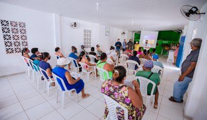 Prefeitura de Camaçari qualifica ambulantes e baianas de acarajé de Arembepe